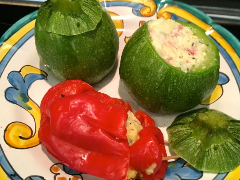 Zucchine tonde e peperone cornetto ripieni al forno con morbidoripieno